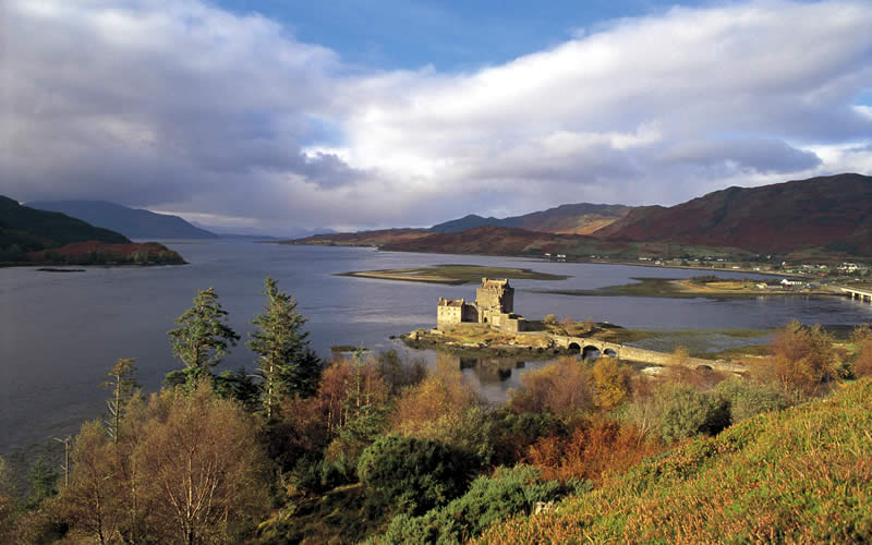 Tour Scotland and visit Highlands and The Isle of Skye with