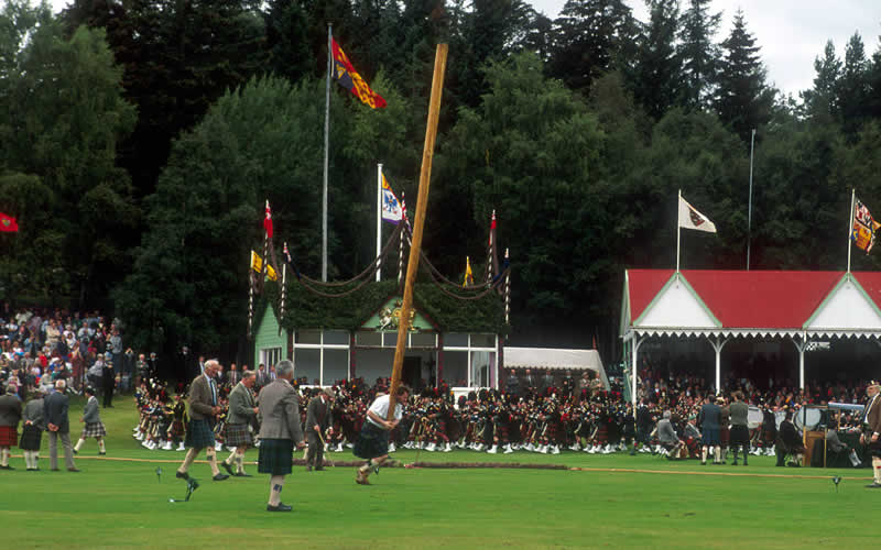 Highland games experience highland dancers scottish highland games tossing the caber solutioingenieria Choice Image