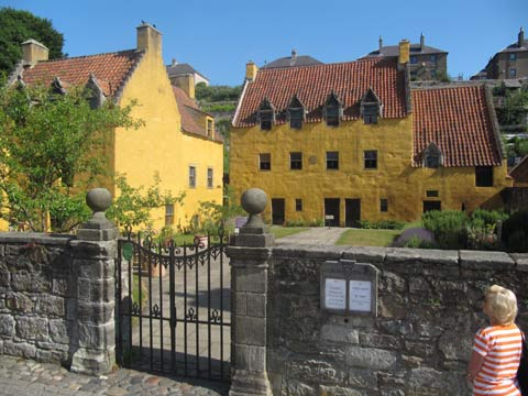 The red-roofs and Honey-coloured walls of Culross Palace