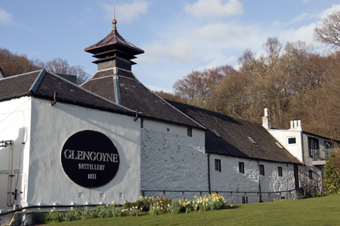 The whitewashed exterior of Glengoyne Distillery showing the traditional pagoda-style roof