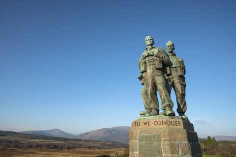 Close up of the three soldiers that are featured in the Commando Memorial